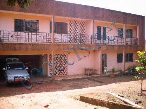 Villa en duplex de 04 chambres à  vendre à  Nsam, Yaoundé.