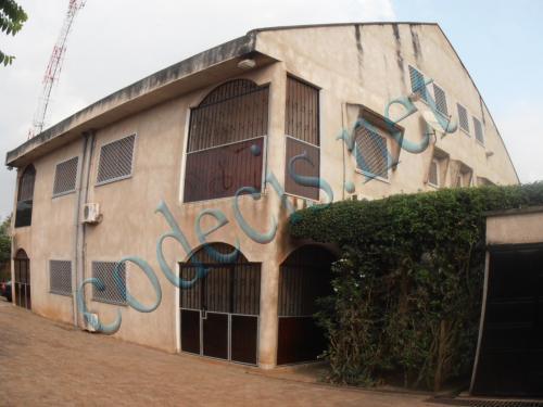 02 villas jumelles en triplex à vendre à  Mvan, Yaoundé