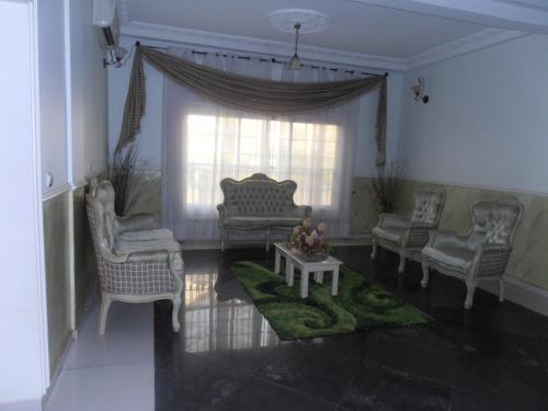 image du bien  : Appartement  meublé de 03 chambres, haut standing à  louer à  bastos, Yaoundé