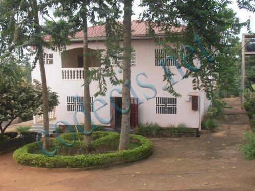 Villa en duplex de 08 chambres à vendre au quarter Minboman, Yaoundé
