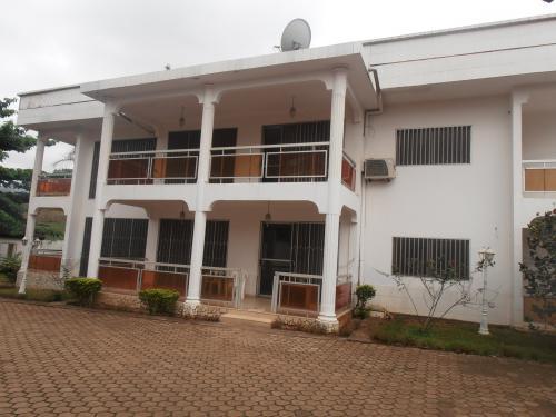 Villa en duplex de 06 chambres à  vendre à Bastos, Yaoundé