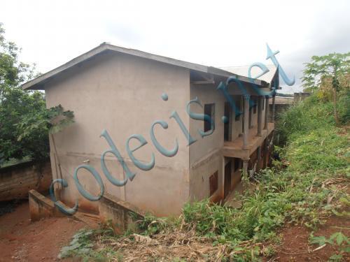 Immeuble de 04 appartements inachevées à  vendre à  Nkolondom, Yaoundé