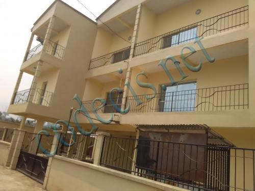 Immeuble de 08 appartements ayant un centre commercial à vendre à Buea