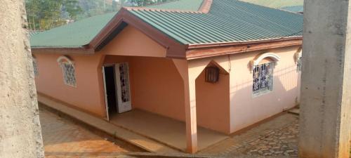 Villa ayant 02 apartements à vendre à Famassié, Yaoundé